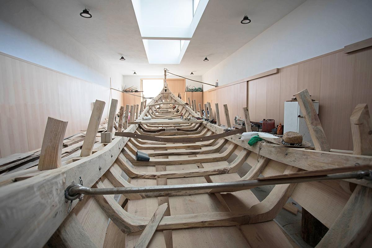 Moliceiros em construção no Estaleiro Museu da Praia do Monte Branco